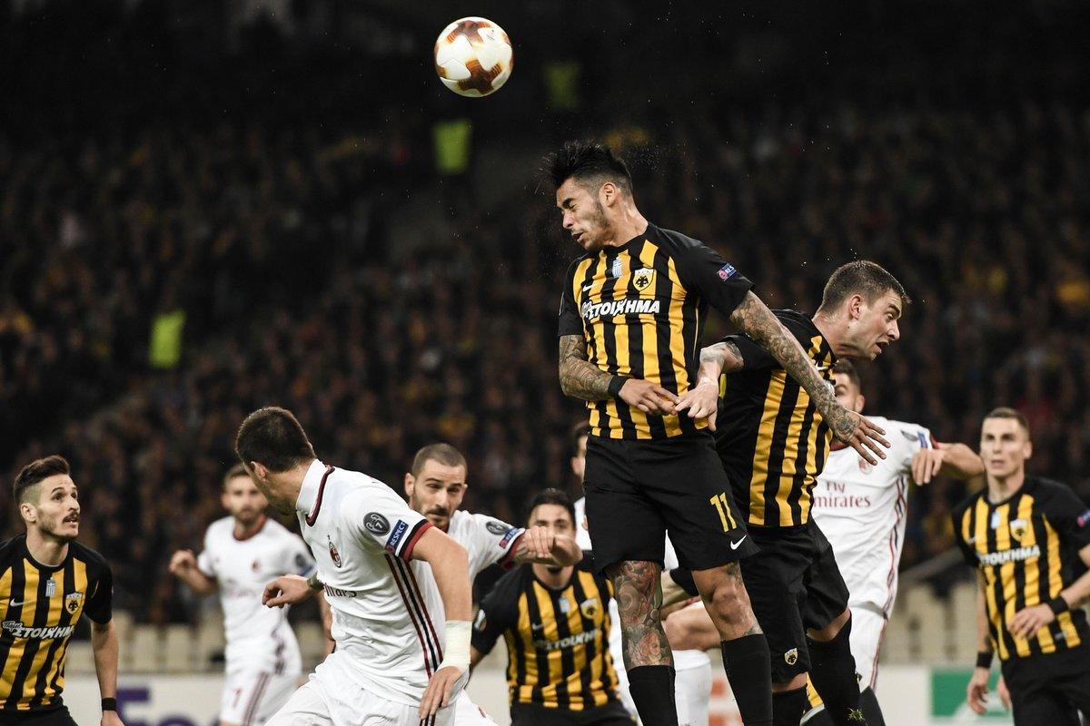 duel minge AEK vs AC Milan