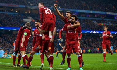 Jucători Liverpool, bucurie după gol.